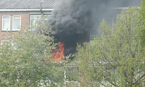 """<h2><a href=""""http://district8.net/24-april-flinke-schade-na-uitslaande-brand-portiekwoning-e-h-hartmanstaat-rijswijk.html"""">24 april Flinke schade na uitslaande brand portiekwoning E.H. Hartmanstaat Rijswijk [VIDEO]<a href='http://district8.net/24-april-flinke-schade-na-uitslaande-brand-portiekwoning-e-h-hartmanstaat-rijswijk.html#comments' class='comments-small'>(0)</a></a></h2>https://youtu.be/nKBPG3ZqZQU  Rijswijk - De brandweer werd dinsdagmiddag gealarmeerd voor een brand in een portiekwoning aan de E.H. Hartmanstraat in Rijswijk. Al snel werd duidelijk dat het ging om een serieuze brand."""