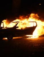 Auto vliegt spontaan in brand Westeinde Delft