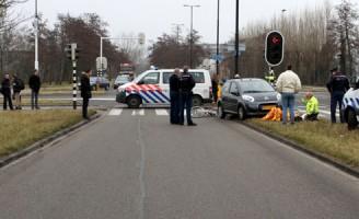 Auto schept fietser Burgermeester Heusdenslaan Vlaardingen