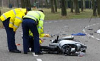 Motorrijder overleden na aanrijding met auto Haringvlietweg Hellevoetsluis
