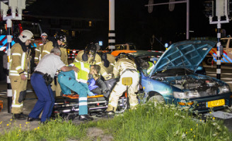4 mei Bekneld in auto na aanrijding Capelle aan den IJsel