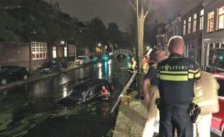 2 oktober Auto te water na aanrijding Oosteinde Delft