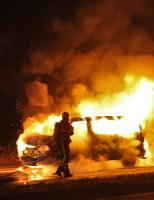 30 januari Bestelbus vliegt voor stoplicht in brand Delft