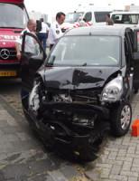 20 juli Gewonde na aanrijding met geparkeerde auto