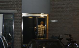 17 juli Arrestatieteam doet inval Dakarhof Delft