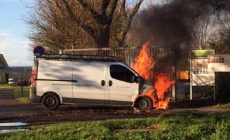 26 november Bedrijfsbus vat vlam Zwartendijk Naaldwijk