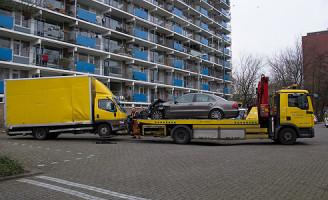 17 januari Auto botst op geparkeerde auto's Vlaardingen