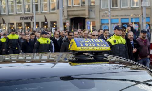 Boze taxichauffeurs eisen verbod op Uper-Pop153