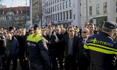 Boze taxichauffeurs eisen verbod op Uper-Pop157