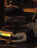 2 juni Geparkeerde auto gaat in vlammen op Handellaan Delft