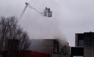 Grote brand in woning aan de Tiendweg in Naaldwijk (video update)
