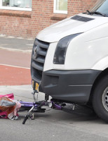 1 juli Bestelbus versus fietser Escamplaan