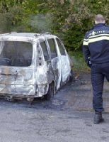 28 april Personenauto brand volledig uit Heuvelweg Zoetermeer