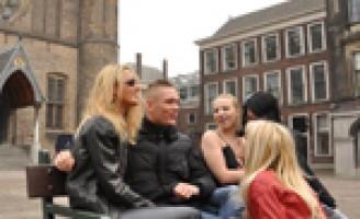 Kim Holland voerde actie op het Binnenhof tegen de pornowet