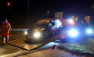 8 februari Alcomobilist raakt van weghelft en komt tot stilstand op vangrail Australïeweg Zoetermeer