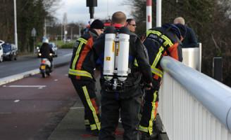4 februari Vrouw rijdt op brug die opengaat Leiden
