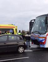 3 januari Gewonde bij aanrijding tussen twee auto's en een bus Alphen aan den Rijn