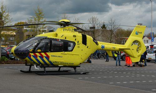 """<h2><a href=""""http://district8.net/24-april-traumahelikopter-vliegt-uit-voor-een-medische-noodsituatie-ijssellaan-gouda.html"""">24 april Traumahelikopter vliegt uit voor een medische noodsituatie IJssellaan Gouda<a href='http://district8.net/24-april-traumahelikopter-vliegt-uit-voor-een-medische-noodsituatie-ijssellaan-gouda.html#comments' class='comments-small'>(0)</a></a></h2>  Gouda - Maandag 24 april werden verschillende hulpdiensten gealarmeerd, waaronder het MMT (Mobiel Medische Team) uit Rotterdam voor een medische noodsituatie op de IJssellaan in Gouda. De traumahelikopter is geland"""