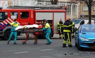 Persoon gewond na aanrijding tussen auto/tram