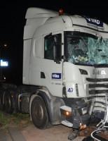 22 augustus Vrachtwagen rijdt tegen paal