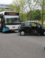 2 mei Auto geramd tijdens het keren Leiden