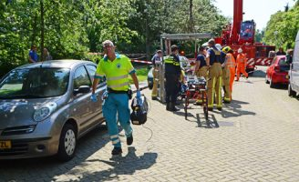 15 mei Grote kraan brandweer Haaglanden ingezet bij afhijsing Jan Muschlaan Den Haag