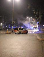 7 maart Auto vliegt spontaan in brand ondanks servicebeurt, twee auto's uitgebrand Erasmusweg Den Haag [VIDEO]
