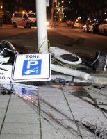 29 december Auto vliegt uit de bocht en klapt op lantaarnpaal Slachthuislaan Den Haag