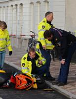 18 december Scooterrijder knalt tegen fietser na uitwijken Delft