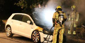 27 juni Geparkeerde auto en een fiets in brand Jan van Beersstraat Den Haag [VIDEO]
