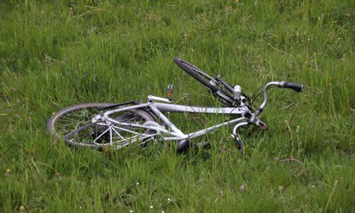 """<h2><a href=""""http://district8.net/24-april-fietser-zwaargewond-na-aanrijding-met-auto-poeldijkseweg-den-haag.html"""">24 april Fietser zwaargewond na aanrijding met auto Poeldijkseweg Den Haag<a href='http://district8.net/24-april-fietser-zwaargewond-na-aanrijding-met-auto-poeldijkseweg-den-haag.html#comments' class='comments-small'>(0)</a></a></h2>  Den Haag - Op de Poeldijkseweg in Den Haag is dinsdagochtend een fietser zwaargewond geraakt nadat hij was geschept door een automobilist. Dit gebeurde op de oversteekplaats nabij Wateringen. De"""