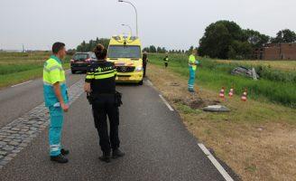 29 juli Auto raakt van de weg en ramt lantaarnpaal Tuindersweg Pijnacker