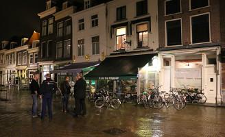 22 januari Supporters stormen Café de Clipper binnen Delft