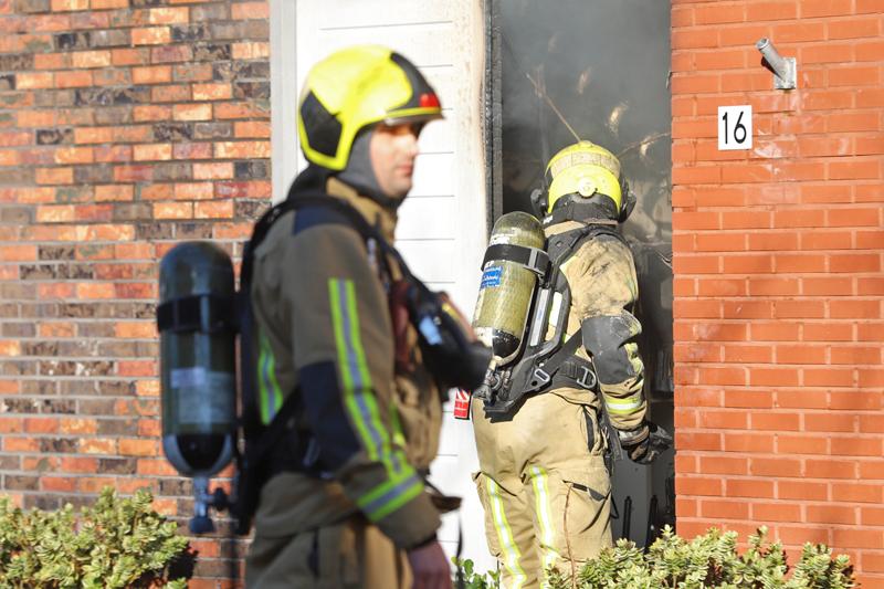 Als Auto Salvage >> Uitslaande brand in kapperszaak Taj Mahalplaats Delft [VIDEO] - District8.net