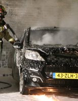10 januari Auto volledig in brand door brandstichting Karibastraat Delft [VIDEO]