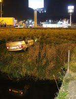9 oktober Auto gelanceerd over vangrail, eindigt op de kop A13 Delft