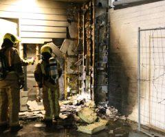 13 december Flinke sloopwerkzaamheden bij buitenbrand tegen woningcomplex 1e Lulofsdwarsstraat Den Haag