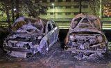 13 november Twee auto's volledig uitgebrand Francois Valentijnstraat Den Haag [VIDEO]