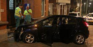 6 september Auto vliegt uit de bocht tegen woning Statenlaan Den Haag