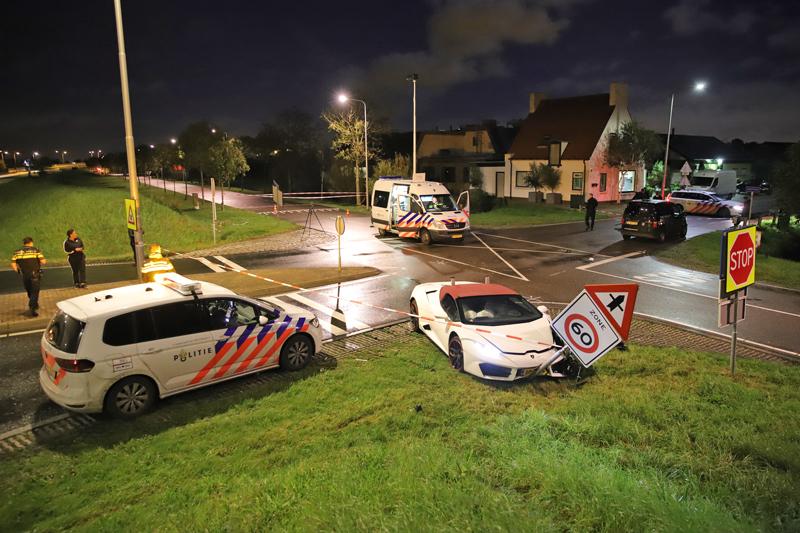 Peperdure Lamborghini uit trouwstoet gecrasht na aanrijding in Maasdijk, tegenpartij bespuugd - district8.net