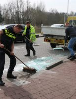 9 april Glaszetter verliest lading glasplaten Kerkweg Maasland