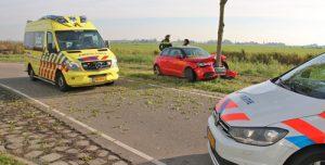 4 november Automobilist vliegt uit de bocht en knalt tegen boom Dorppolderweg De Lier