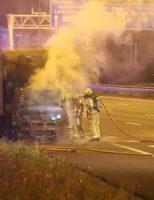 6 augustus Cabine van vrachtwagen vliegt in brand op rijksweg A4 Den Haag [VIDEO]