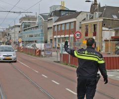 24 april Politie-onderzoek na aanrijding tussen auto en voetganger Westvest Delft