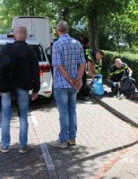 4 juni Politie druk bezig met verlaten tas naast kerk Van Rijnstraat De Lier