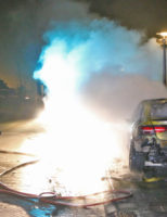 18 januari Dure goudkleurige Mercedes AMG verwoest door brand Delft [VIDEO]