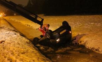 Auto te water Prinses Beatrixlaan Rijswijk