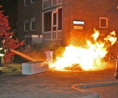 24 april Flinke vlammenzee aan de Meermanstraat in Delft