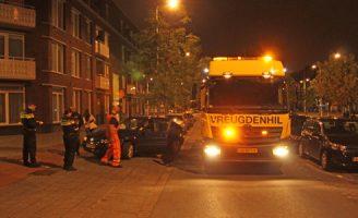 16 juli Auto wijkt uit en rijdt tegen een geparkeerde auto aan De La Reyweg Den Haag