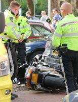 14 oktober Motorrijder flink gewond bij eenzijdig ongeval Kloosterkade Delft [VIDEO]